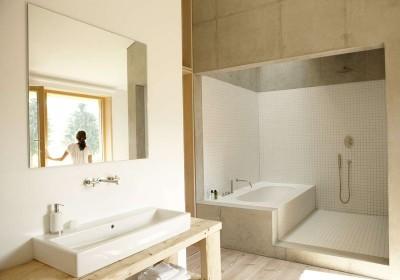 Salle de bains - Rauchkuchl par VonMeierMohr Architekten - Schliersee, Allemagne