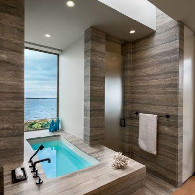 Salle de bains & vue sur mer - wood-stone-house par Blaze Makoid - New York, USA