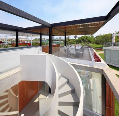 Salle séjour & cuisine terrasse toit - spiral-stairs-home par Jorge Marsino Prado - Pérou