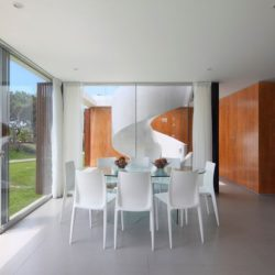 Salle séjour - spiral-stairs-home par Jorge Marsino Prado - Pérou