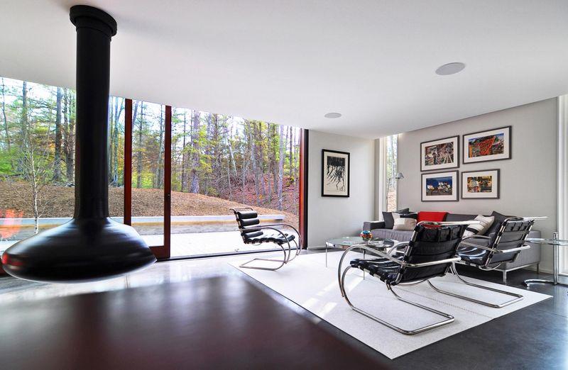 Salon & cheminée design - Pleated-House par Johnsen-Schmaling - Wisconsin, USA