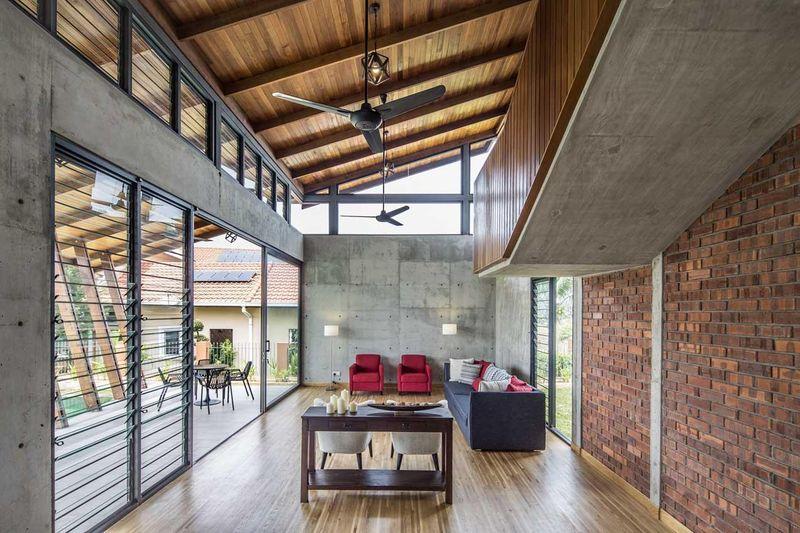 Salon & grande ouverture vitrée - Sepang-House par Eleena Jamil Architect - Sepang, Malaisie
