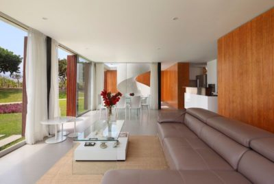 Salon & salle séjour - spiral-stairs-home par Jorge Marsino Prado - Pérou