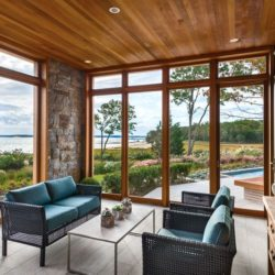 Salon secondaire & grande baie vitrée - wood-stone-house par Blaze Makoid - New York, USA