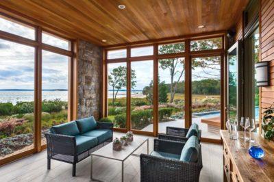Salon secondaire & grande baie vitrée - wood-stone-house par Blaze Makoid - New York, USA