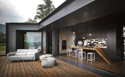 Salon terrasse & cuisine - Spectacular-Views-Home par Create Think Design - Taïwan