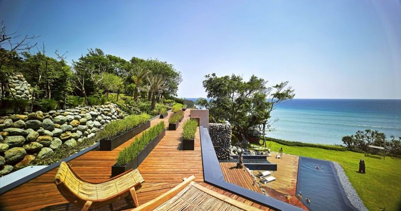 Toiture terrasse bois - Spectacular-Views-Home par Create Think Design - Taïwan