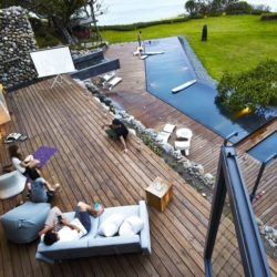 Vue panoramique terrasse bois - Spectacular-Views-Home par Create Think Design - Taïwan