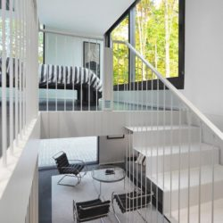 Vue salon & escalier - Pleated-House par Johnsen-Schmaling - Wisconsin, USA