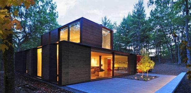 Maison bois contemporaine avec une texture sombre aux usa for Maison bois 50m2 prix