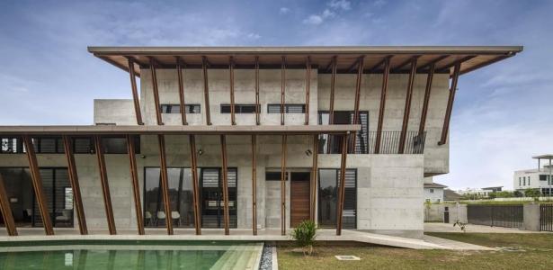 M lange de b ton bois et briques pour une maison imposante en malaisie construire tendance - Melange a beton ...