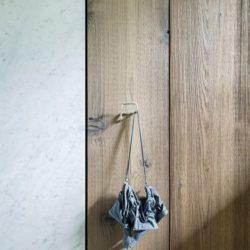 Accroche vêtements salle de bains - Elizabeth-II par Bates Masi New York, USA