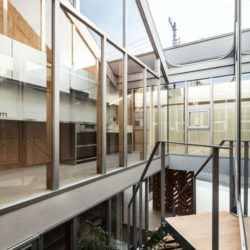 Balcon étage - Twin-House par Masahiro Miyake - Kochi, Japon