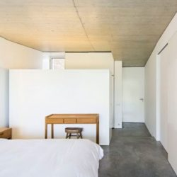 Chambre - Contemporary-Rural-Home par Camarim Arquitectos - Gateira, Portugal