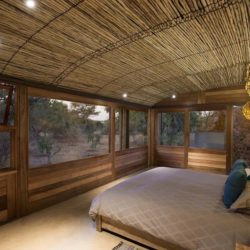 Chambre principale & plafond en natte traditionnelle - House-Mouton par Earthworld Architects - Pretoria, Afrique du Sud