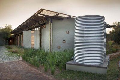 Citerne recuiel eau - House-Mouton par Earthworld Architects - Pretoria, Afrique du Sud
