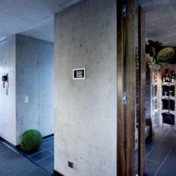 Couloir & entrée cave à vins - High-Tech-Modern-Home par Eppler Buhler, Allemagne