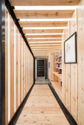 Couloir & façade mur en bois - RDP-House par Daniel Moreno Flores pichincha, Equateur