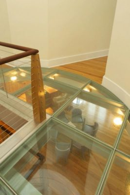Déco plafond & vue panoramique salon - Sidorenko par Pella Corporation - Connecticut, USA