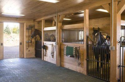 Ecurie pour chevaux - Home-Aspen par KH Webb - Colorado, Etats-Unis