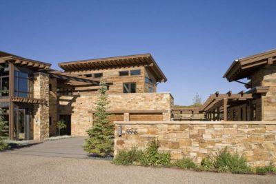 Entrée Ecurie- Home-Aspen par KH Webb - Colorado, Etats-Unis
