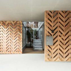 Esaclier entréee - Twin-House par Masahiro Miyake - Kochi, Japon