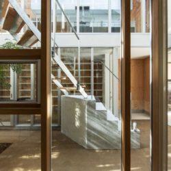 Escalier accès étage - Twin-House par Masahiro Miyake - Kochi, Japon