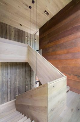 Escalier bois accès étage - Elizabeth-II par Bates Masi New York, USA