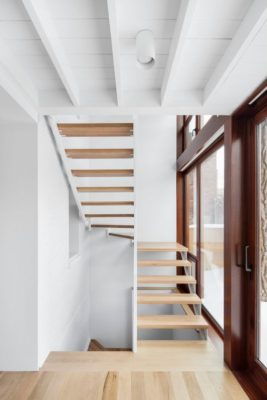 Escalier bois accès étage - Residence Hotel-de-Ville par Architecture Microclimat - Montreal - Canada_08