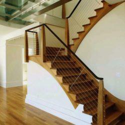 Escalier bois accès étage - Sidorenko par Pella Corporation - Connecticut, USA