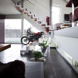 Exposition moto salon - High-Tech-Modern-Home par Eppler Buhler, Allemagne