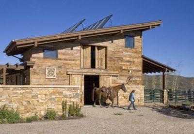 Extérieure écurie - Home-Aspen par KH Webb - Colorado, Etats-Unis