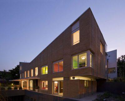 Façade étage illuminée - House-Martinez par m-sg-s-s-s - Martínez, Argentine
