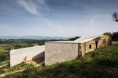 Façade arrière - Contemporary-Rural-Home par Camarim Arquitectos - Gateira, Portugal
