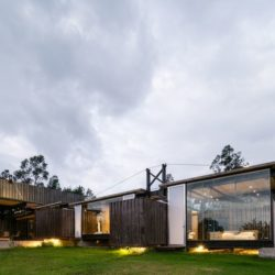 Façade grande baie vitrée - RDP-House par Daniel Moreno Flores pichincha, Equateur