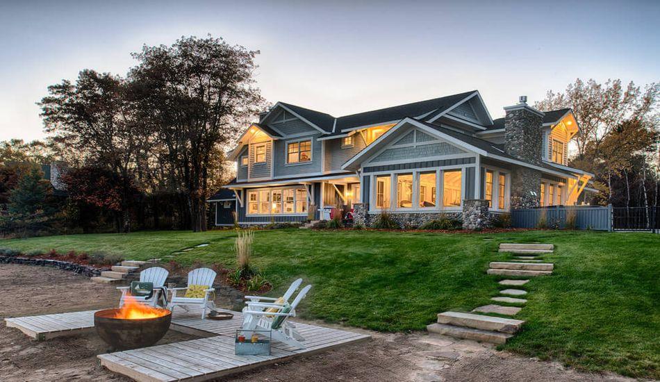coquette maison en bois avec un magnifique jardin aux usa