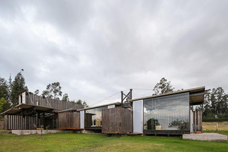 Am nagement d une maison container en un espace habitable en quateur const - Container amenage maison ...
