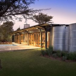 Façade jardin & piscine - House-Mouton par Earthworld Architects - Pretoria, Afrique du Sud