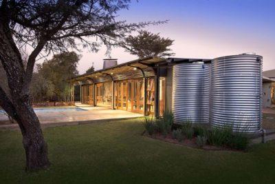 Façade jardin & piscine - House-Mouton par Earthworld Architects - Pretoria, Afrique du Sud