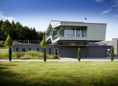 Façade jardin & vue d'ensemble - High-Tech-Modern-Home par Eppler Buhler, Allemagne