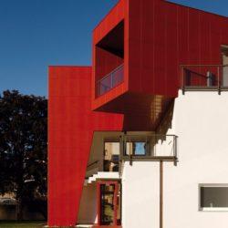 Façade principale & entrée - Villa-Nesi par Archisbang Architects - Ivrea, Italie