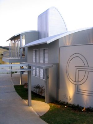 Façade terrasse & entrée - Marina House par Joao Diniz Lagoa Santa, Brésil