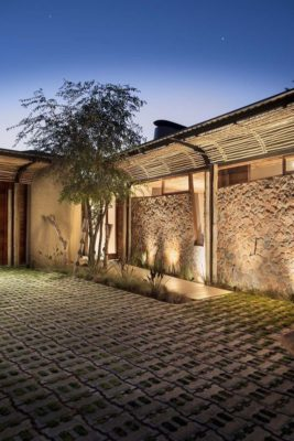 Façade terrasse pavé - House-Mouton par Earthworld Architects - Pretoria, Afrique du Sud