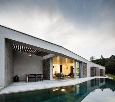 Façade terrasse & piscine - Contemporary-Rural-Home par Camarim Arquitectos - Gateira, Portugal