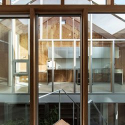 Façade vitrée étage - Twin-House par Masahiro Miyake - Kochi, Japon