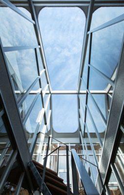 Façade vitrée extérieure - Twin-House par Masahiro Miyake - Kochi, Japon