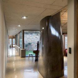 Grand couloir accès pièce principale - House-Mouton par Earthworld Architects - Pretoria, Afrique du Sud
