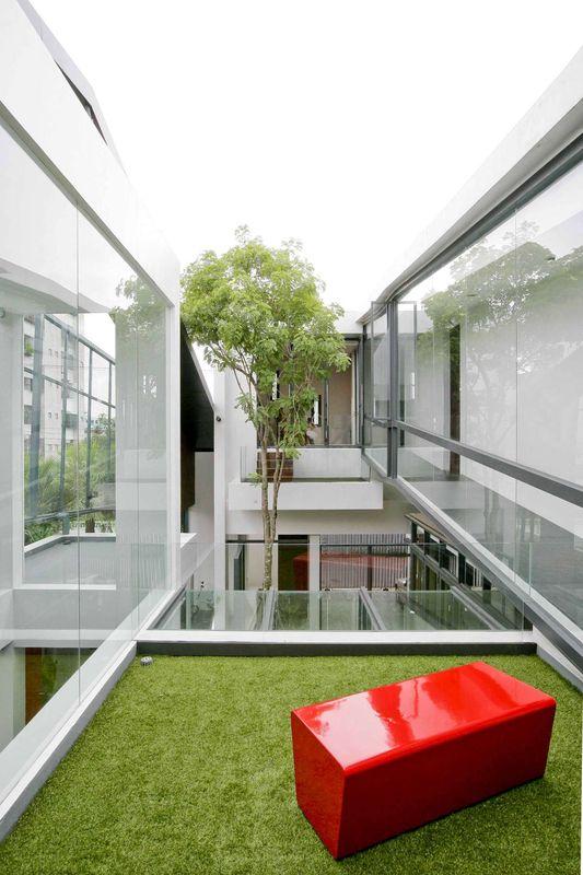 Jardin intérieur second étage – chokchai-4-house par Archimontage ...