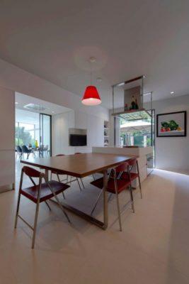 Mini salle séjour & cuisine - Contemporary-Villa par A2CM - Ceschia Mentil - France