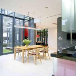 Mini salle séjour & cuisine - chokchai-4-house par Archimontage Design - Bangkok, Thailande